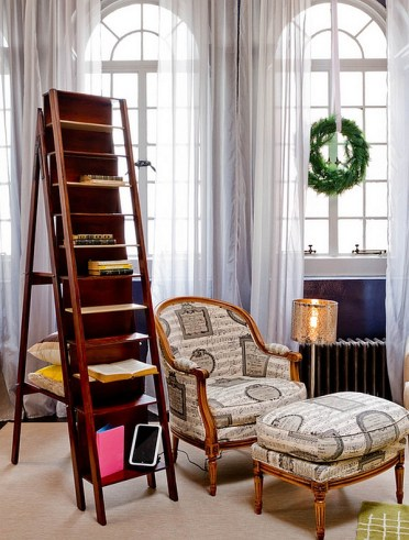 A-ladder-bookcase-to-comeplet-your-reading-nook