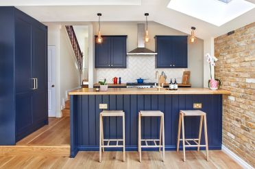 Brick-wall-skylight-and-a-splash-of-blue-for-the-delightful-modern-kitchen