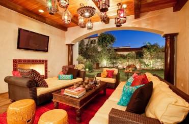 Lavish-moroccan-living-room-that-is-seamlessly-connected-with-the-backyard