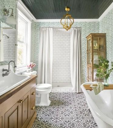 Bathroom-lighting-ideas-open-gold-chandelier-1578429063