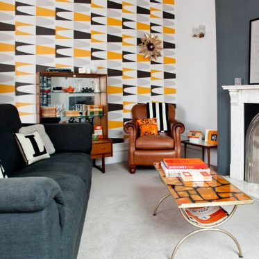 Living-room-wallpaper-ideas-retro-920x920-1