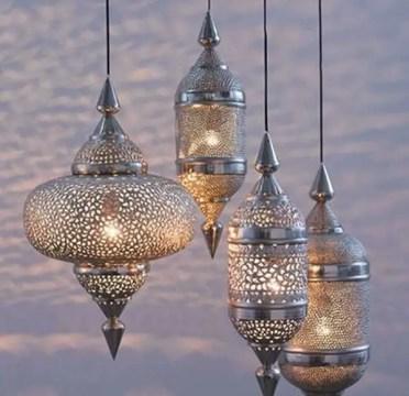Metal-lanterns-moroccan-decor-ideas-garden-decoration-garden-lanterns