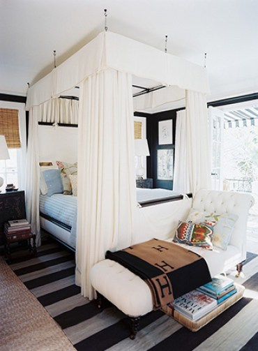 Suspended-contemporary-canopy-bed