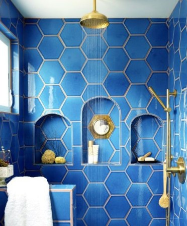 3-34-bold-blue-hexagon-tiles-with-niches-in-the-shower