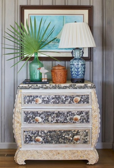 Shell-embellished-dresser-seashell-art-furniture-ideas