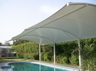 Swimming-pool-shades-cantilevers-sun-protection-ideas