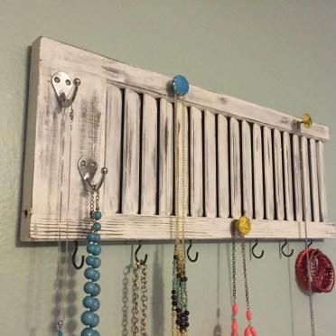 14-old-shutter-decoration-ideas-homebnc
