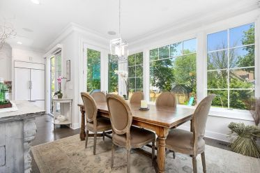 20-fantastic-traditional-dining-room-interiors-that-sparkle-with-elegance-6