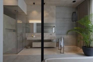 Bagno-moderno-con-cabina-doccia-e-vasca-incassata