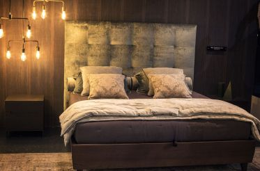 Pendant-lighting-next-to-the-bed-can-save-precious-square-footage