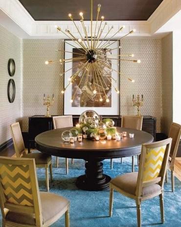 Sala da pranzo-design-idee-tavola-rotonda-tappeto-blu-lampadario-sputnik-