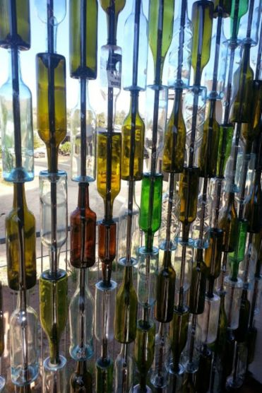 Gallery-1511369382-bottle-wall-build-upcycle-how-to-patio-repurposing-upcycling