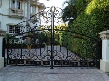 Gorgeous-wrought-iron-garden-gates-house-exterior-design-ideas