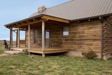 Log-cabin-siding-wood-siding-vs-vinyl-log-siding-insulating-properties-1