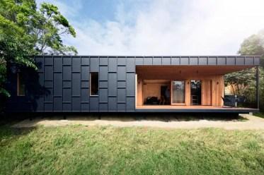 Modern-black-and-wood-house-020719-806-01