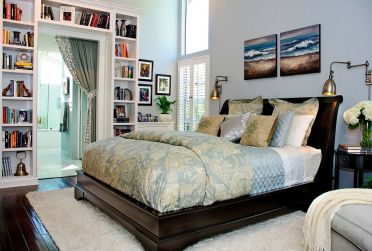 1-custom-built-in-bookshelves-around-the-bedroom-doorway-make-a-big-visual-impact