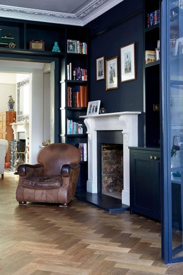 1-integrating-the-shelves-around-the-doorway-into-the-overall-deisgn-of-the-room