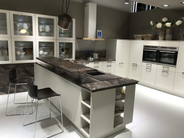 Clear-transparent-glass-kitchen-cabinets-doors-for-a-white-kitchen-color