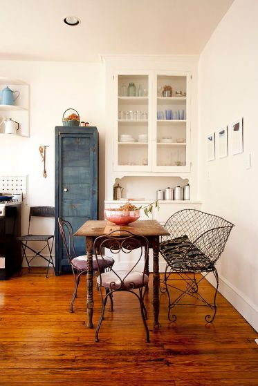 Cool-shabby-chic-dining-room-of-brooklyn-apartment