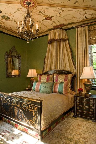 Hand-painted-bedroom-ceiling-with-lovely-decorative-motif