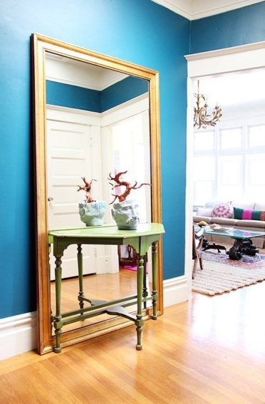 Large-full-length-mirror-behind-a-small-entryway-table