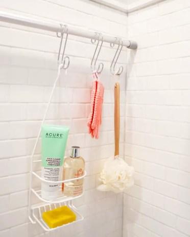 At_art_photo_2020-02_small-bathroom-tricks_curtain-rod