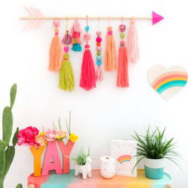 Diy-yarn-wall-hangings-for-a-boho-touch-2-775x775-1