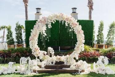 Giant-floral-wedding-wreath