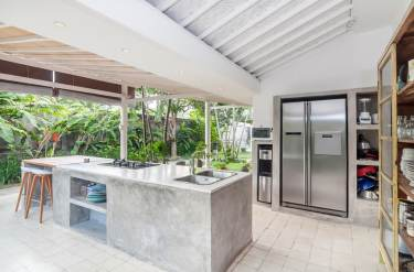 Outdoor-kitchen-with-concrete-counter-stainless-fridge