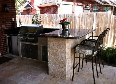 Patio-outdoor-kitchen-with-counter-top