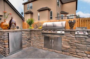 Stainless-steel-outdoor-kitchen-with-stone-structure