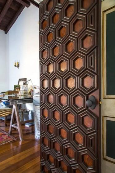 Unique-door-with-hexagon-design