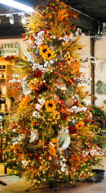06-a-bright-fall-to-thanksgiving-tree-with-lights-cotton-faux-blooms-greenery-and-branches-plus-pinecones-is-wow