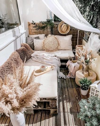 1-low-cost-small-balcony-ideas-moni.deko_