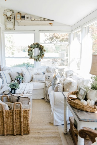 1-white-farmhouse-fall-decorating-ideas.-liz-marie-blog