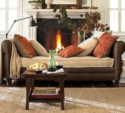 1-cozy-and-inviting-fall-living-room-decor-ideas-18
