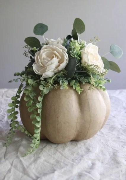 1-diy-fall-and-thanksgiving-pumpkin-centerpieces-775x1163-1