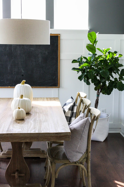 1-minimalist-fall-table-decorating-idea