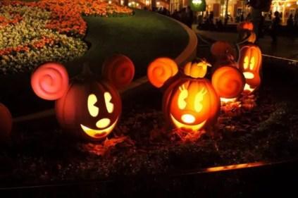 Mickey-mouse-halloween-pumpkin-lights-600x399-1