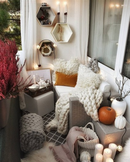 Small-apartment-balcony-5