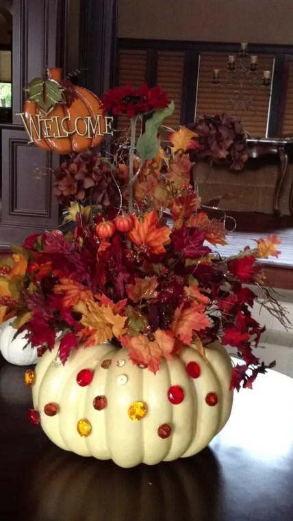 Thanksgiving-fall_-autumn_-white_-pumpkin_-centerpiece_-and_-decorating_-ideas__12-1