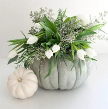 Thanksgiving-fall_-autumn_-white_-pumpkin_-centerpiece_-and_-decorating_-ideas__62