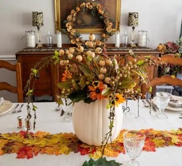 Thanksgiving-table-pumpkin-centerpiece