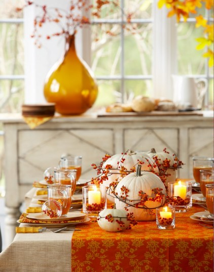 Thannksgiving-table-decorations-in-traditional-fall-colors