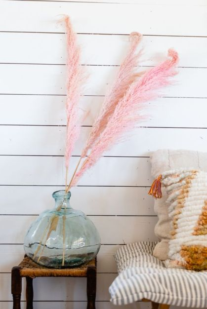 A-large-glass-bottle-with-pink-pampas-grass-is-a-playful-and-fun-decoration-you-can-easily-make