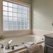 Bathroom-decor-themes-neutral
