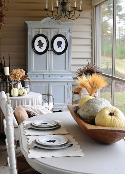 Beautiful-and-cozy-fall-dining-room-decor-ideas-15-554x771-1