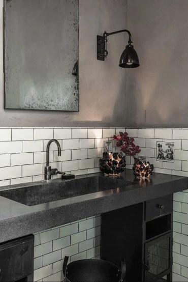 Black-bathrooms-06-nicolehollis-ovid-vineyards-bathroom-1579811692
