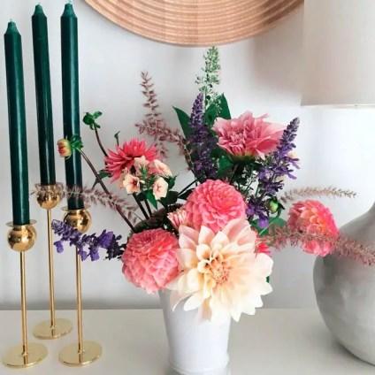 Fall-decorations-ideas-autumnal-flowers-arrange-flowers