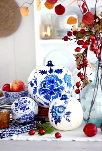 Gallery-1442863502-blueporcelainpumpkindiycraftberrybush2-1